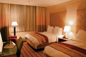 640px-Hotel-room-renaissance-columbus-ohio